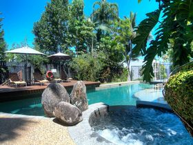 Port Douglas Accommodation Point 8 Villa 2 bedroom pool