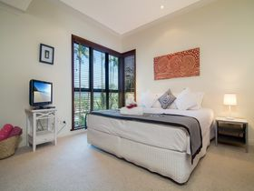 Port Douglas Accommodation Point 8 Villa 2 bedroom master